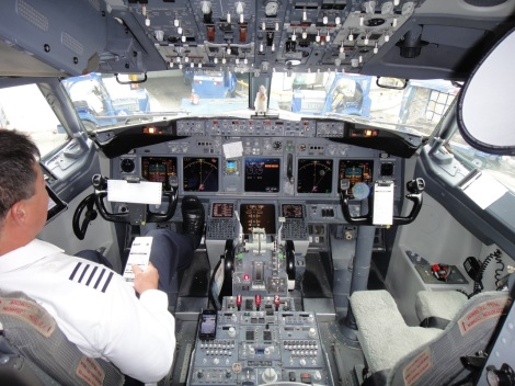 Flight deck of a Boeing 737.