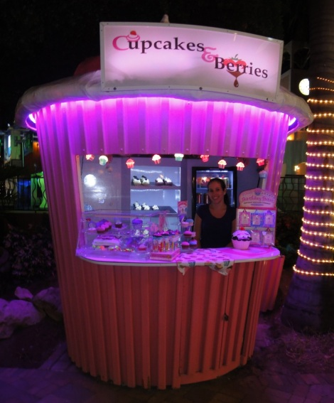 Cupcakes and Berries kiosk at the Paseo Herencia Mall, Aruba.