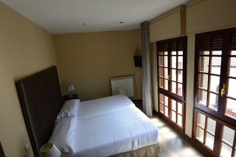 Standard room at Hotel Puerta del Pamplona.