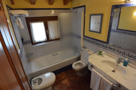 Bathroom of Room 12, Hotel Villa de Ábalos, Spain.