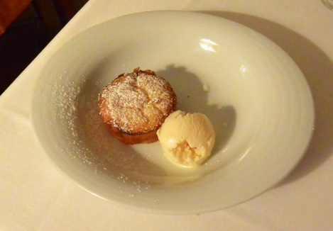 Warm almond cake with vanilla ice-cream at Hotel Villa de Ábalos.