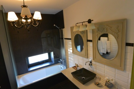 Bathroom in standard room at Quinta de San Amaro, Meaño, Spain.