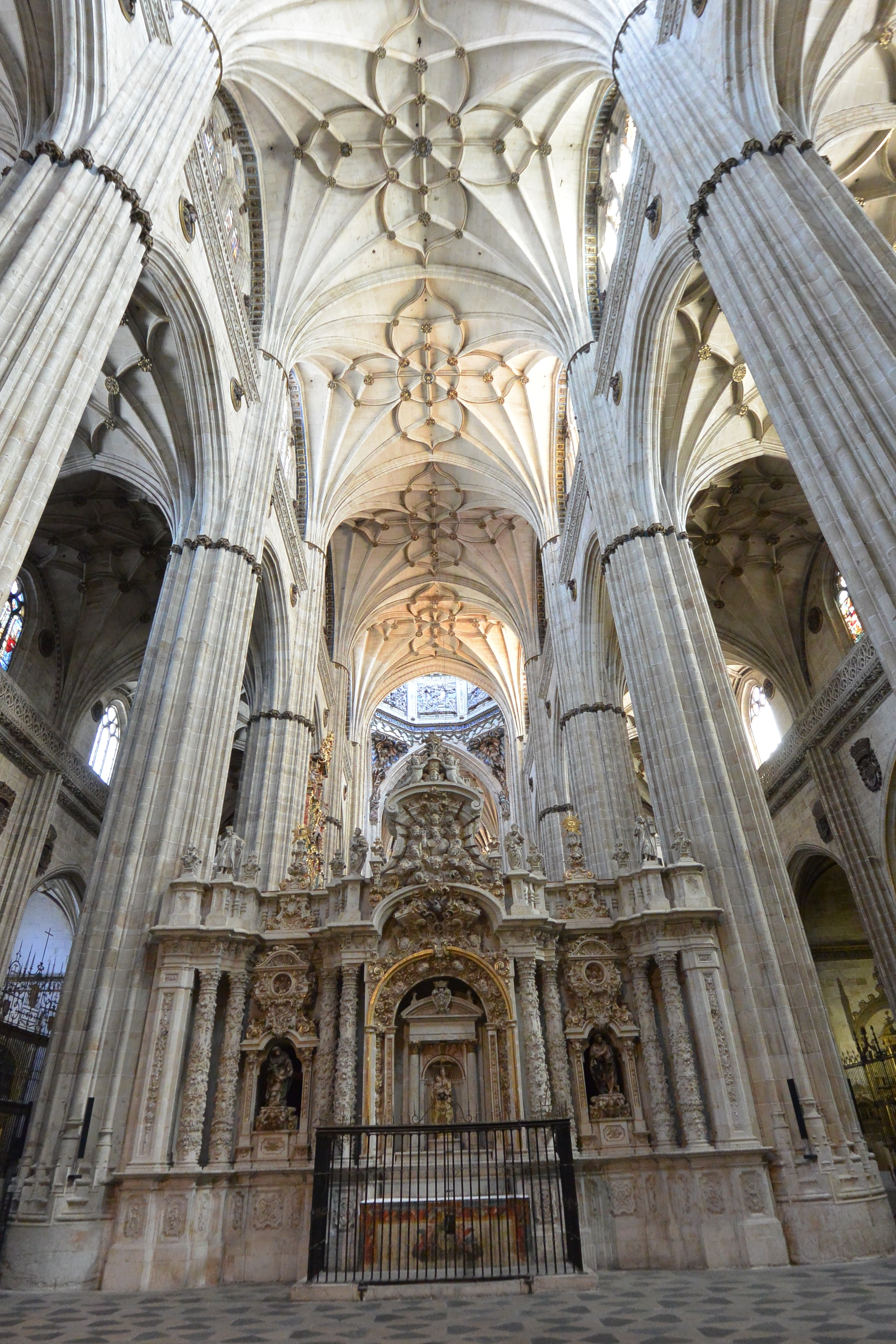 A Frame Hoist >> Salamanca's Cathedral | The Bent Page