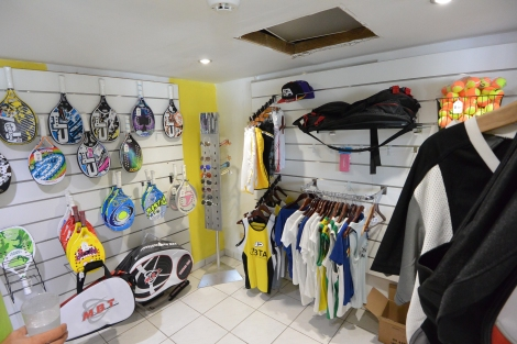 Sport shop at Beach Tennis Aruba.